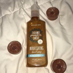 NEW BATH & BODY WORKS Caramelpumpkin swirl soap🎃